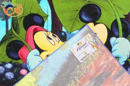 در این تصویر شما پشت فرش کودک افرند مدل میکیموس را میبینید. این فرش کودک 500 شانه با تراکم 1000 است.