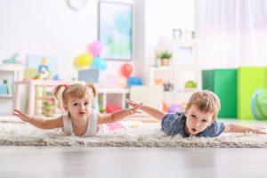 کودکان بر روی فرش اتاقشان بازی میکنند، غذا میخورند و نقاشی میکشند. بنابراین فرش اتاق آنها همیشه در معرض انواع لکههاست.